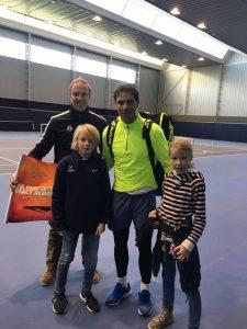 Tennisstar mit der Jugend